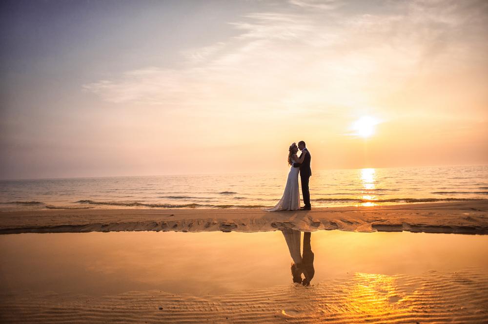 """<span class=""""title"""">ロマンチックな雰囲気を!海でフォトウェディングをするならサンセットもおすすめ!</span>"""